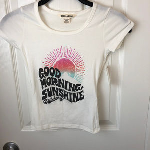 NWT Billabong Graphic T-shirt. Cropped. XS.